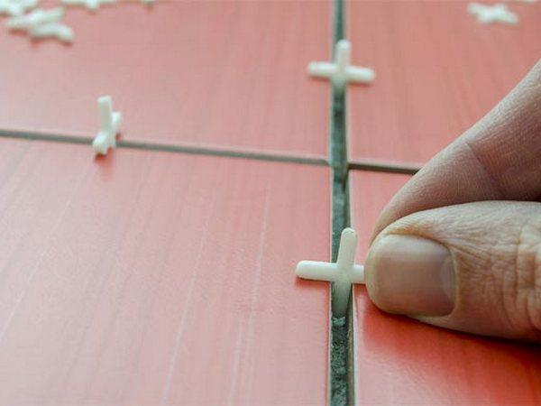 Монтаж плитки с крестиками