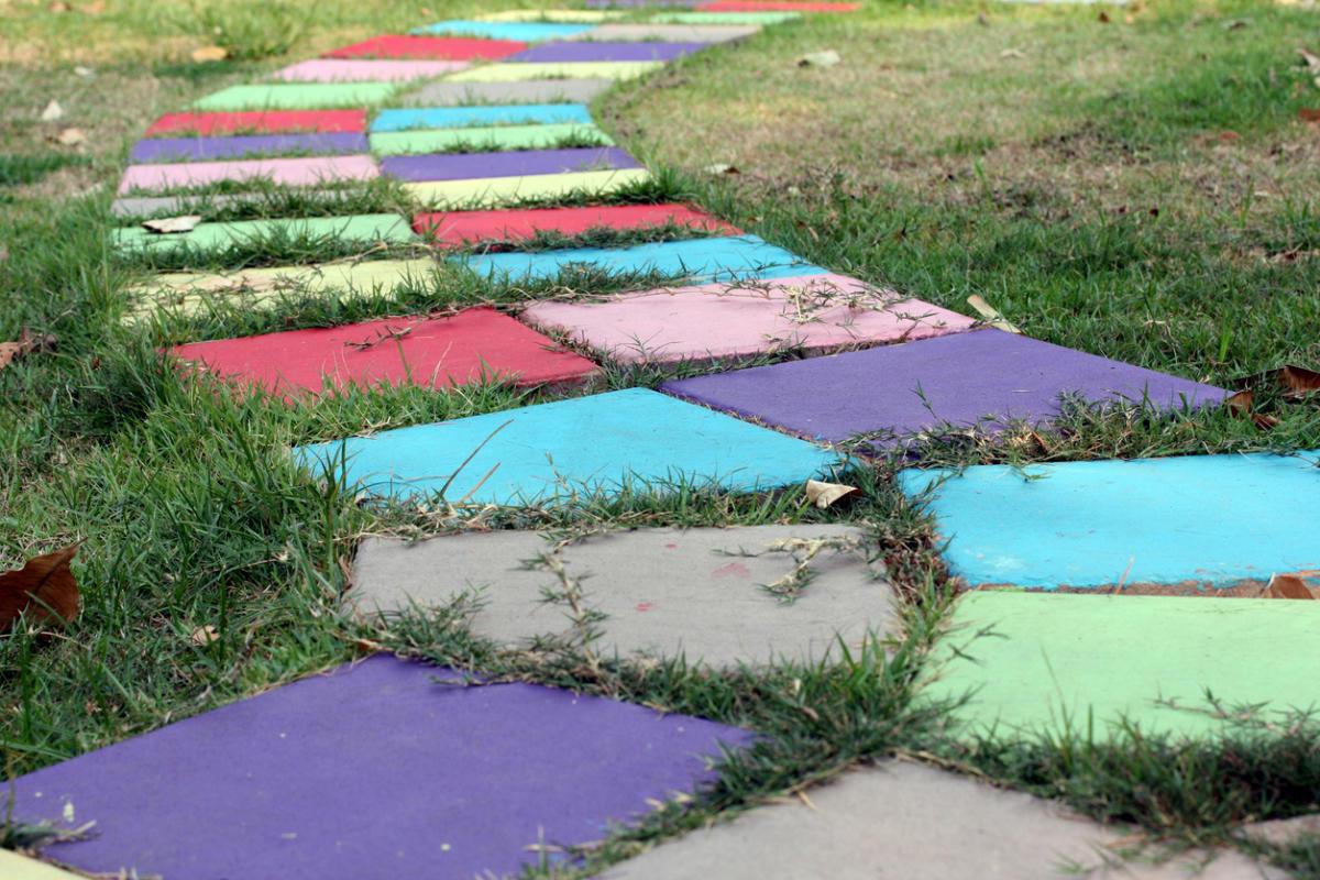 Цветные бетонные дорожки